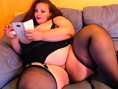 Corpulent voluptuos woman mom rubbing wet crack on livecam live
